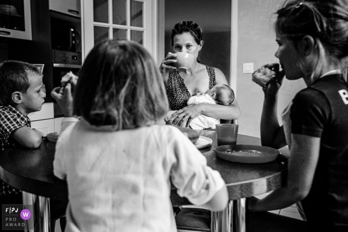 It is breakfast time during this Haute-Garonne family photo session
