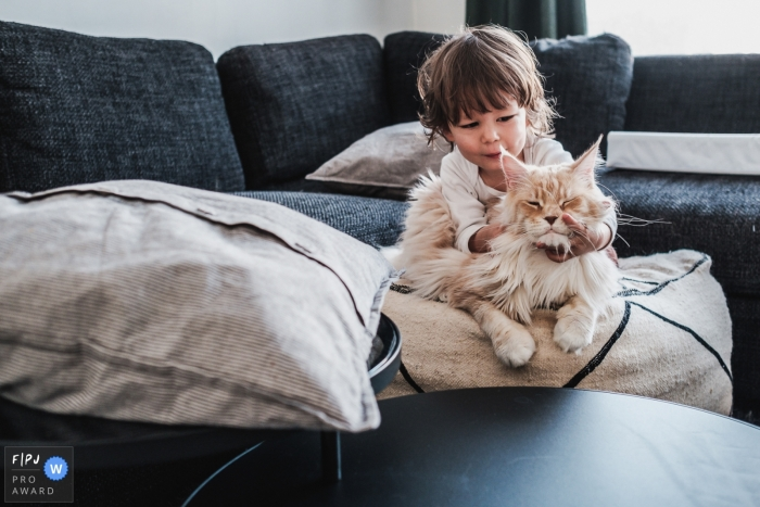 Flanders Documentary Family image of two best friends of the family: little boy and his giant cat