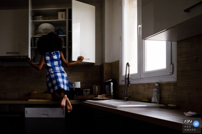 France kitchen documentary-style family photo session from Ile-de-France
