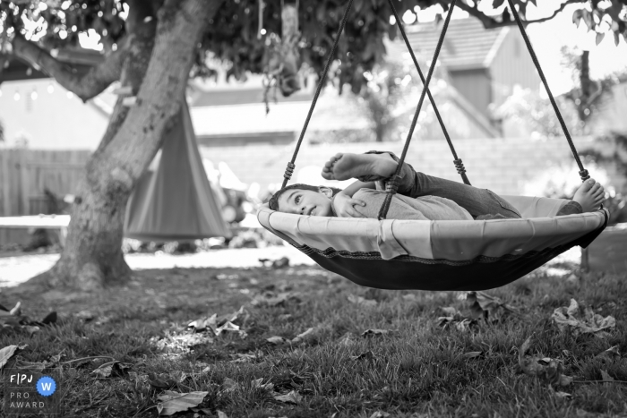 Ventura, CA family photographer captures these two brothers on the swing hugging
