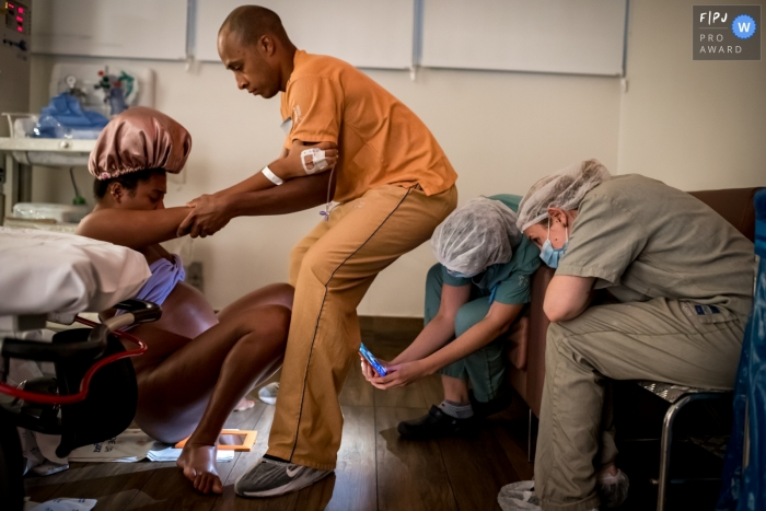 Moment-driven Maternidade São Luis Itaim birth photography capturing Support and safety of the medical team