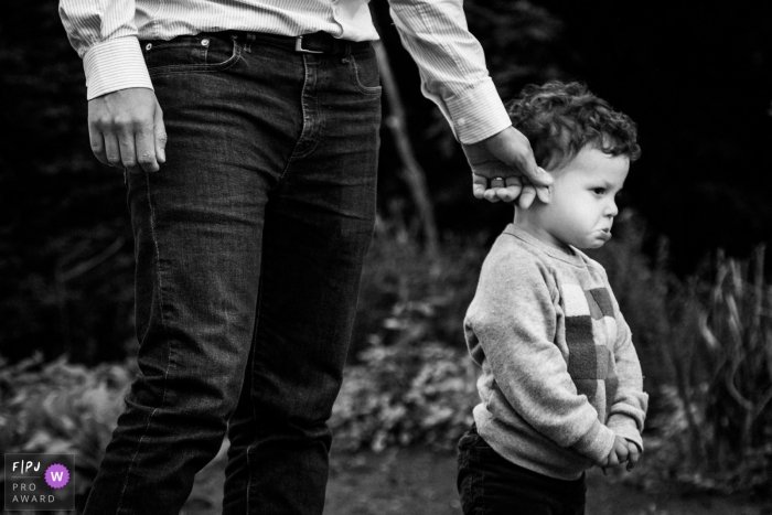 Moment-driven Antwerpen family photography covered in black and white of a boy, maybe not so happy