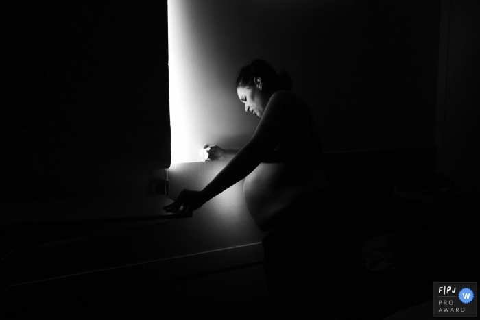 Maternidade Santa Helena photo coverage of a mother looking for a quiet moment during her contractions