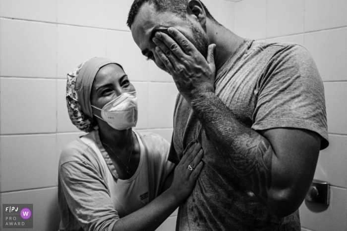Sao Paulo father in tears during the emotional time experienced at the hospital during the birth of his child