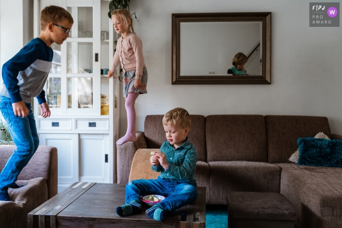 A big family with four children in one image captured during a Zuid Holland Family session