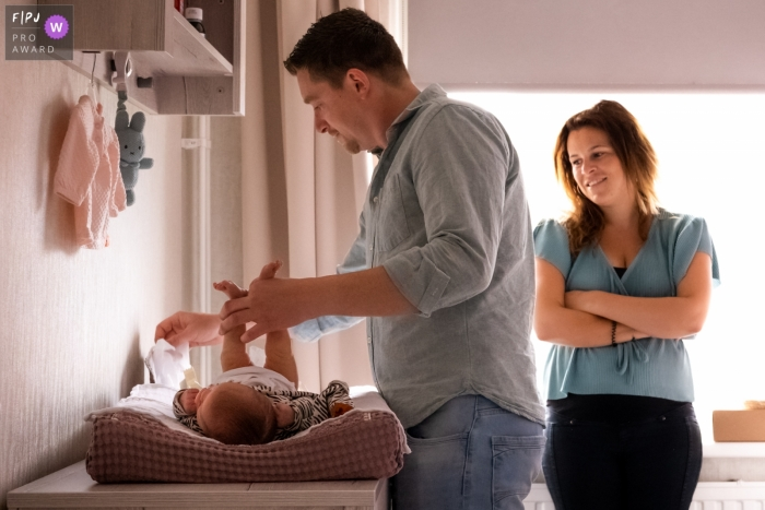 Zuid Holland father helps by changing the diaper of his new baby